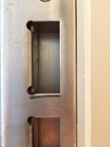 ドア ストライク 削る