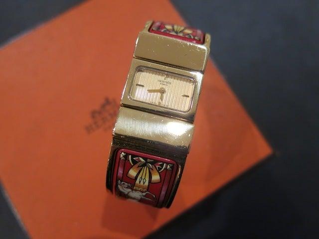 99dc6a092e46 HERMES ヴィンテージ エルメス 時計 ロケ エナメル バングル 赤 .