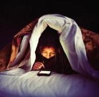 fc1e8b16ae 私が最近試したプチ生活改善のひとつに「ベッドにスマホを持ち込まない」というのがあります。