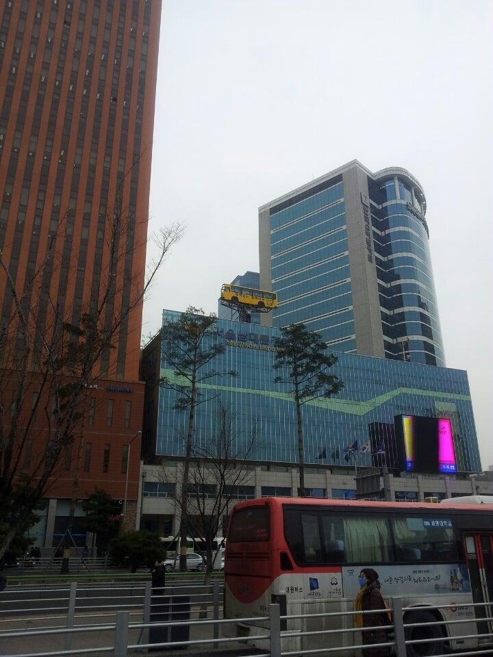 ソウル駅 南大門警察署の上にバ...