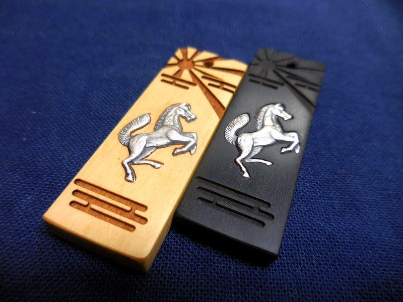 純銀製 象嵌木札駆け馬