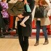 シエナ・ミラー&娘 Sienna Miller & Marlowe クリスマスショッピングの画像