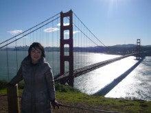 Golden Gate Bridgeを背景に久美代