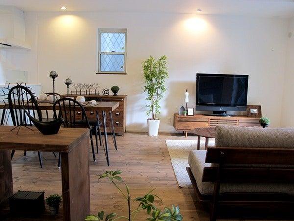 ウォールナットの家具とヴィンテージミックスコーデ