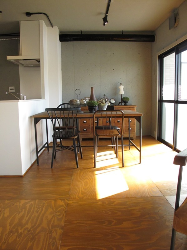 ヴィンテージ感のある家具を中心にコーディネート