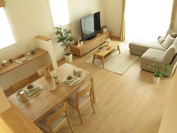 タモ材・オーク材を使用した家具で統一したナチュラル ...