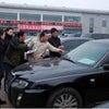 ▼唸声中国映像/公用車オークション、トヨタのランドクルーザーは21万元、紅旗は1万元の画像