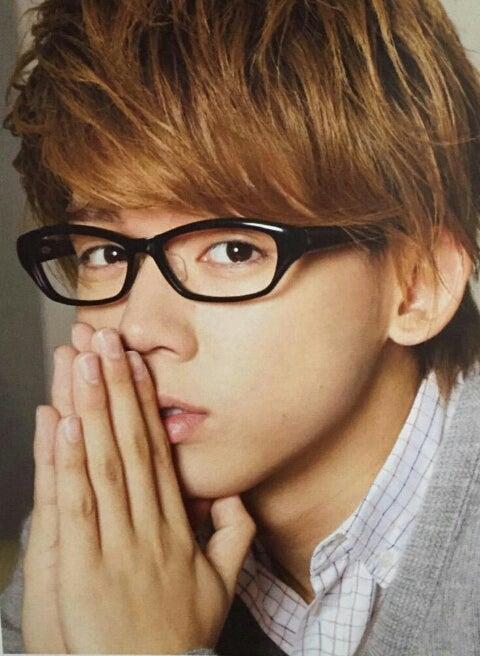 メガネをかけた小瀧望