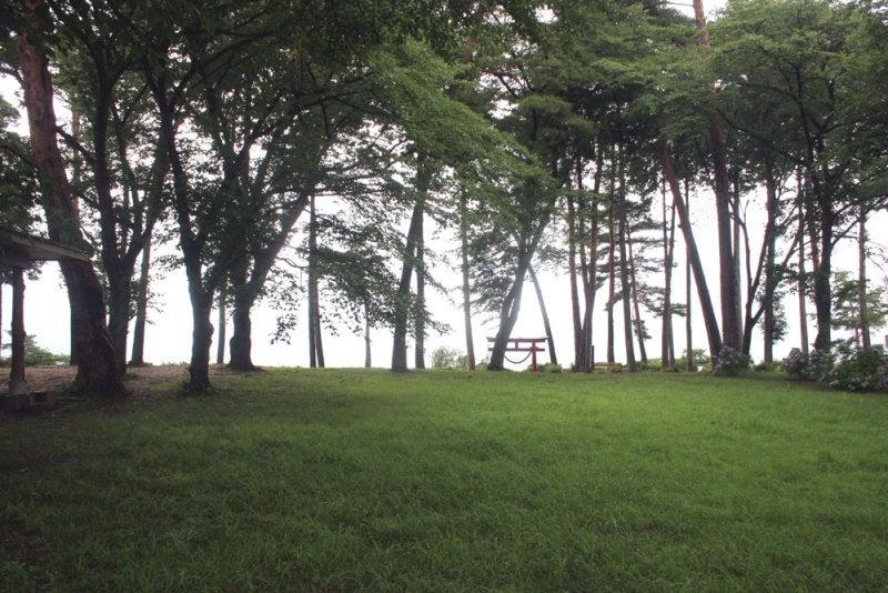 名子城/⑥鳥居が見える