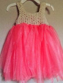 1歳を迎える娘ちゃんの為に手作りしたドレスをご紹介します! 1歳のお祝いにスタジオ撮影に行きたくて、その時に着せるドレスを探していたら、海外の女の子が着ている