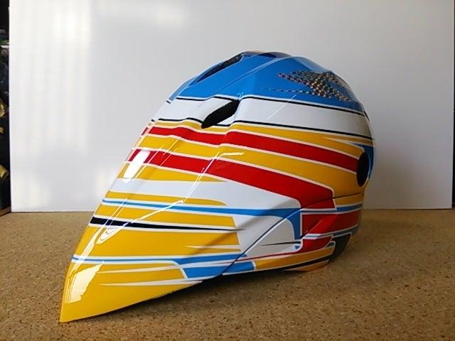 自転車用のヘルメットペイントの問い合わせが増えましたね(^^) 今回のヘルメットはF1のフェルナンド・アロンソのカラーリングでペイントしました(^^)b