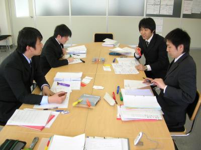 山梨、東京、長野の製造業、病院、金融機関、販売、企業様の新入社員の方ので、職場に配属されてから上司や先輩社員に好かれるようになる新入社員研修です。