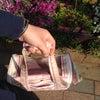 お花屋さんの前で。の画像