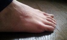 足 の 指 が つる