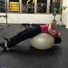 背骨をそらせたり丸めたり(脊柱の屈曲・伸展)できないのは腰痛の原因になります。バランスボールの記事より