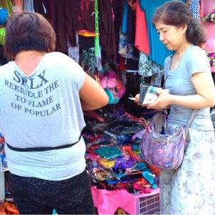 バンタヤン島に来たら街で買い物デビューするの画像