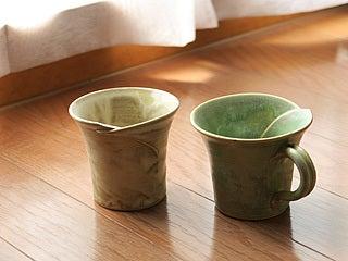 京月窯の湯呑みとコーヒーカップ