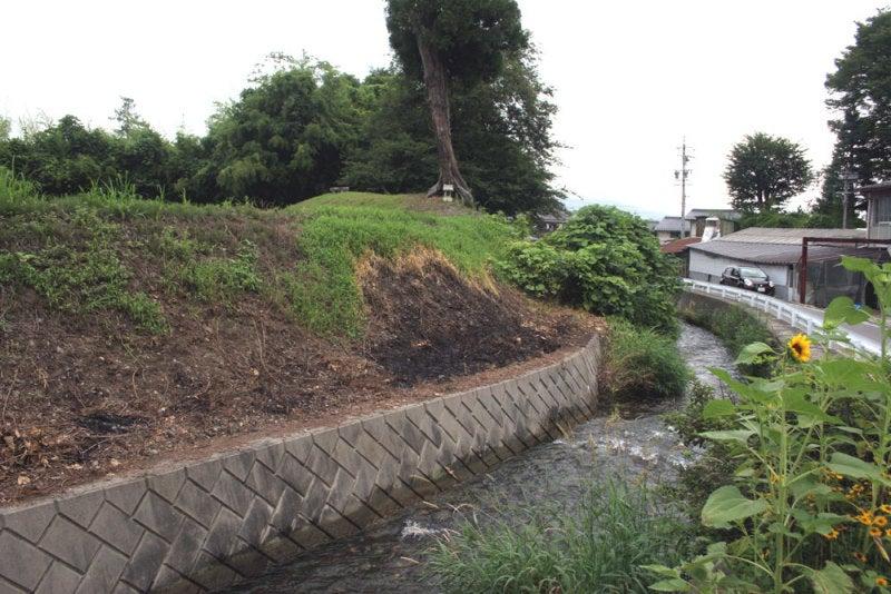 等々力城②/水路と土塁(左から)
