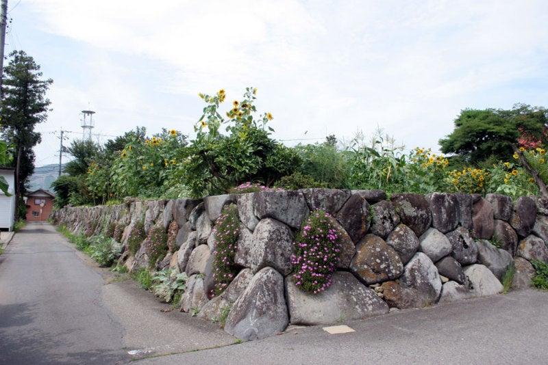 福島正則館/②石垣で囲まれています