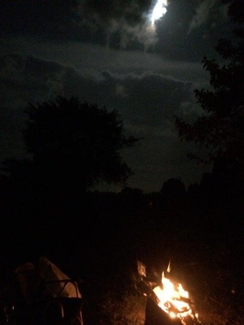 満月と焚火