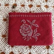 ビーズ編みのポーチ
