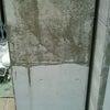 打ち放しコンクリートの改修作業の画像