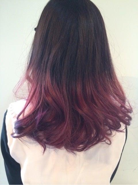 最近作った髪型531 毛先に赤紫のグラデーションカラー 自由な美容師