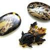 ■涼しげなべっ甲帯留3種|金蒔絵の錦鯉、螺鈿金蒔絵の波、そして可愛らしい金魚彫りの帯留。の画像