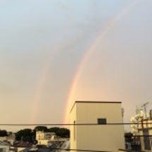 左側からの二重の虹。