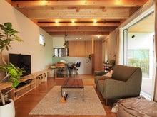 明るい/リビング/ダイニング/木の梁/家具