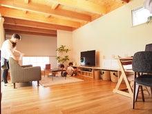 リビング/木の梁/家具