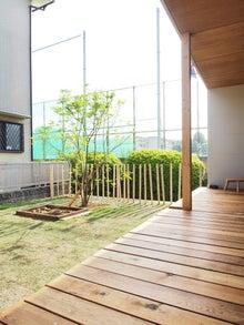 庭/芝生/シンボルツリー/柵/縁側/ウッドデッキ