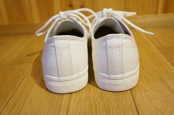 靴紐を違う色に変えてみる