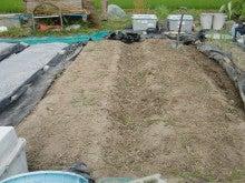150727たまねぎ苗床土作りと太陽熱消毒処理03