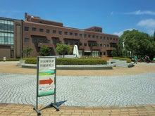 校舎と広場