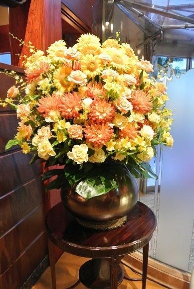 銀座うかい亭 玄関花