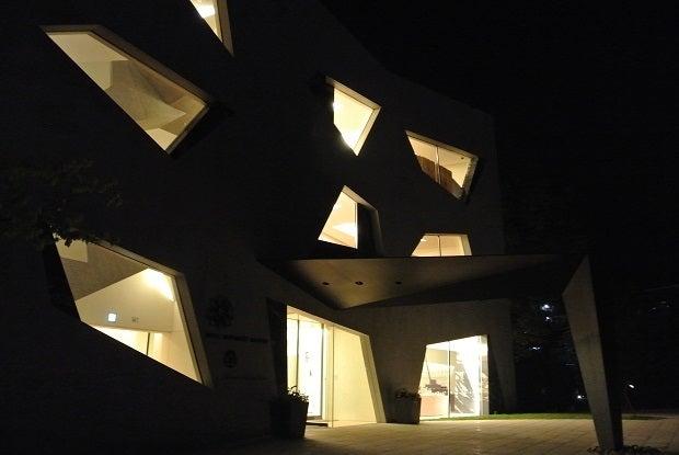 ホテルキーフォレスト北杜 夜の外観