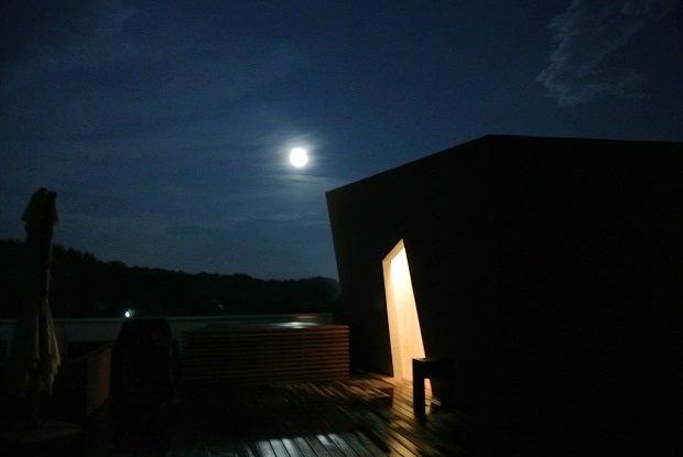 ホテルキーフォレスト北杜 屋上の満月