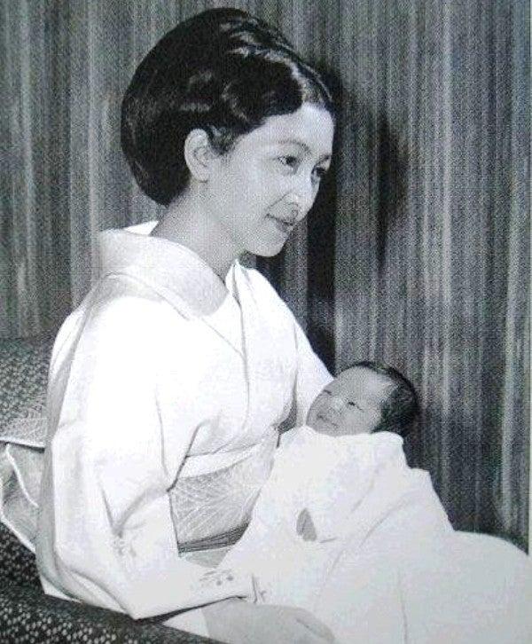 皇室幻想とスキャンダル 3   hal...