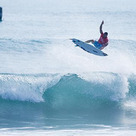 Hurley Pro Serve Up Big Scores and Impressive Peの記事より