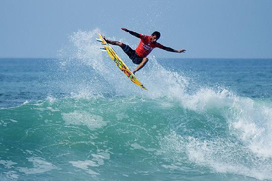 High Drama at Lower Trestles for Hurley Proの記事より