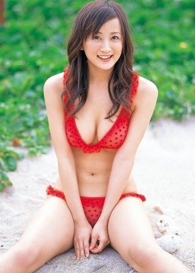 小松彩夏さんの水着