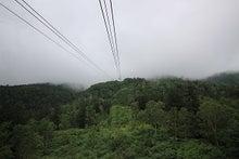 雲の中を行くロープウェー
