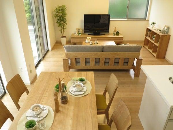 タモ無垢材の家具を中心にナチュラルコーディネート
