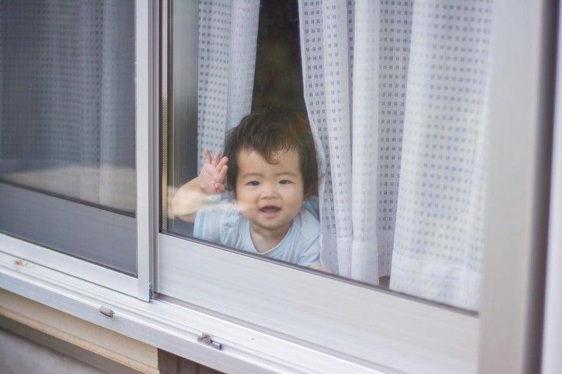 壁ドンじゃなくて窓ドン | アー...