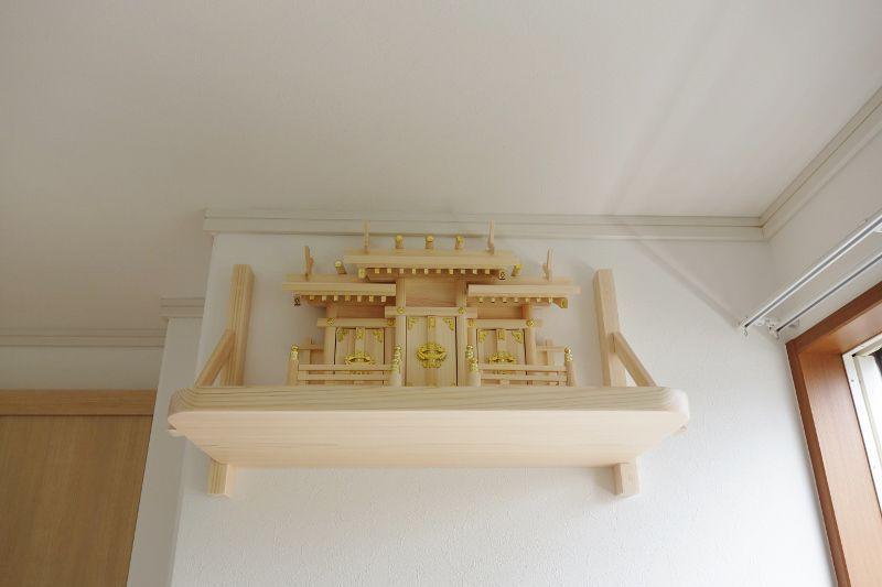 重厚感のある神棚と棚板に仕上がりました