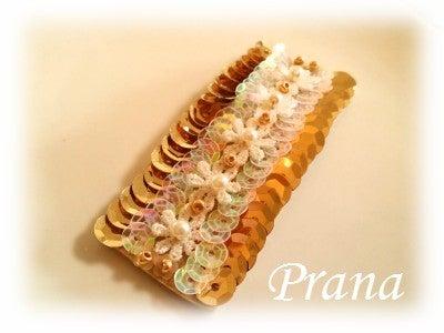 ビーズ刺繍のパッチンピン