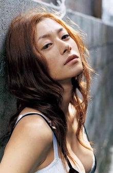 ファッションモデルの真木よう子さん