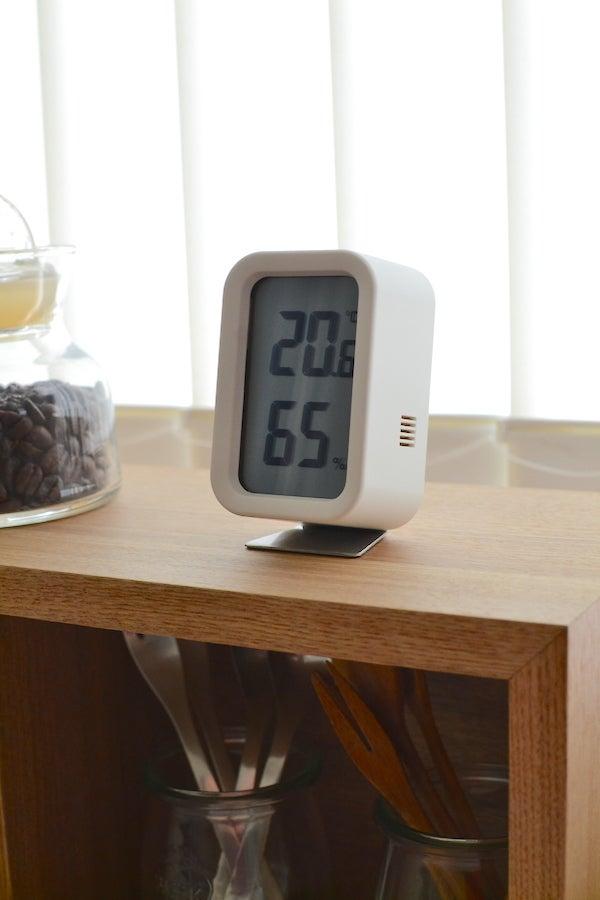 まずは、「 デジタル 温湿度計 ホワイト 」 ( ´艸`)