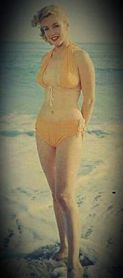 aaccaa0c0e3 付録マリリンの水着姿いろいろ (vintage everyday) 40 Iconic Moments of Marilyn Monroe in Bikini  and Swimsuit from between the 1940s and 1960s
